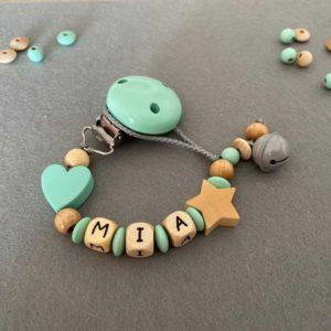Personalisierte Schnullerkette mit Namen aus Holz für Mädchen Mia