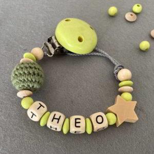 Personalisierte Schnullerkette mit Namen aus Holz für Jungen Theo